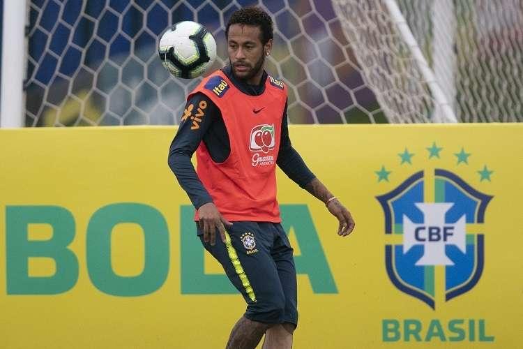 Tite dijo que hará todo lo necesario para que el problema no afecte el desempeño de Neymar. Foto: AP
