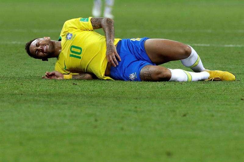 El delantero brasileño Neymar durante el partido Brasil-Bélgica, de cuartos de final del Mundial de Fútbol de Rusia 2018. Foto EFE