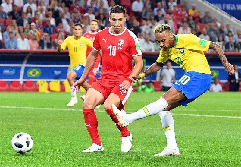 Neymar disparó varias veces a puerta en el partido contra Serbia, pero no anotó. Foto EFE