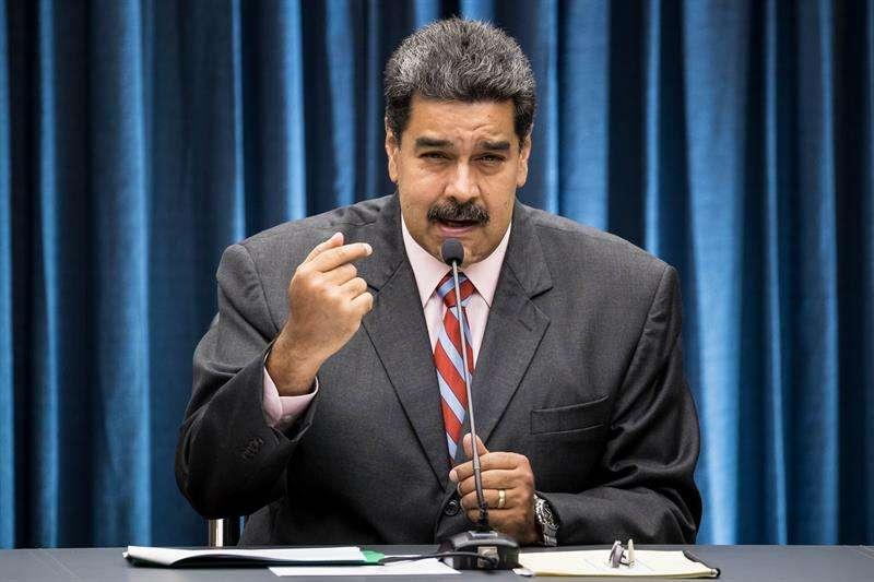 El presidente de Venezuela, Nicolás Maduro, habla durante una reunión con los dueños y directores de medios de comunicación en Caracas (Venezuela). EFE