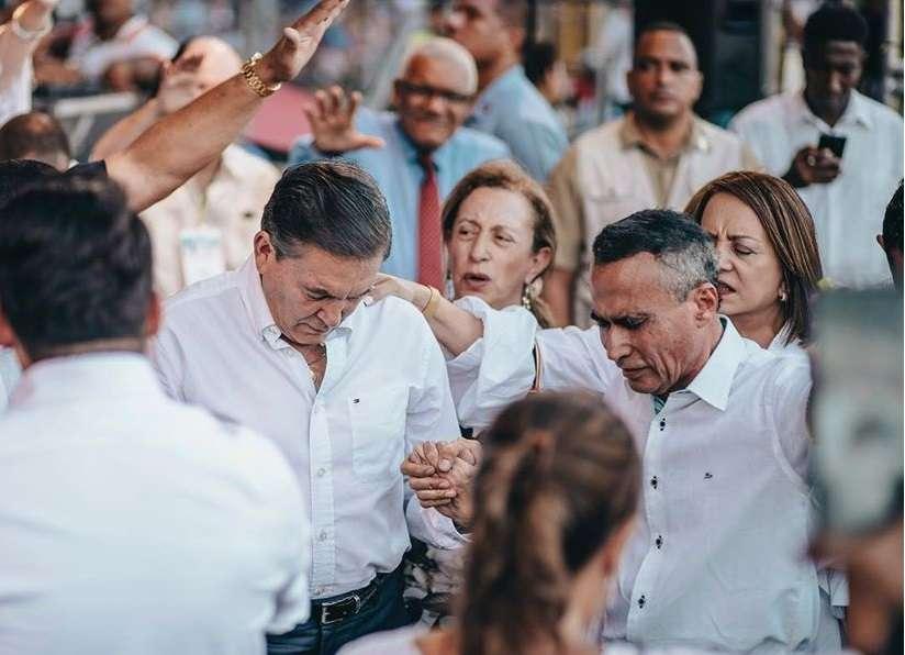 El presidente Laurentino Cortizo y el pastor Edwin Alvarez. Foto: La Gaceta