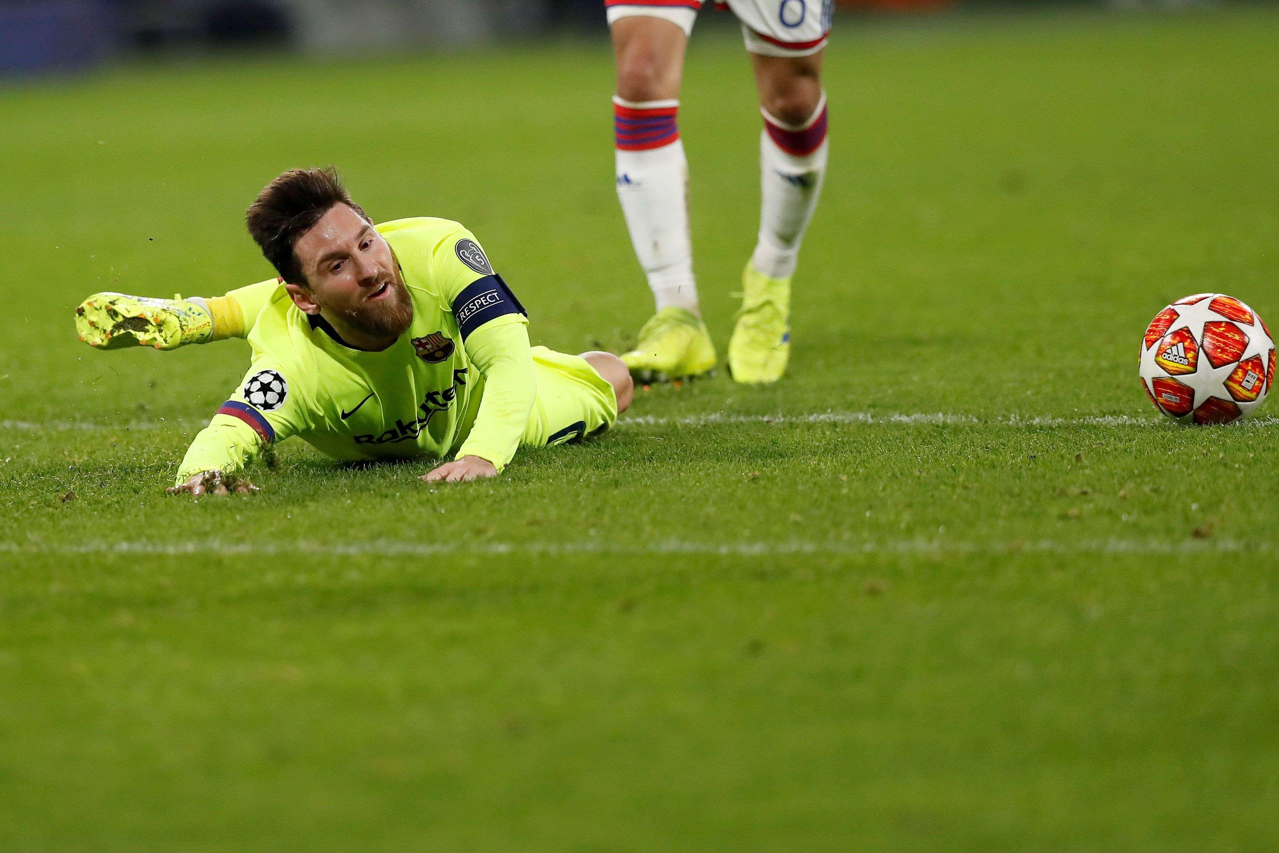 Lionel Messi del Barcelona en acción durante el partido por los octavos de final de la Liga de Campeones de la UEFA. /Foto: EFE