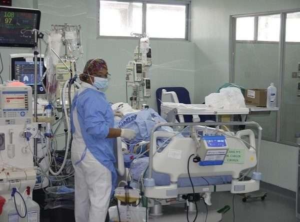 """Vista general del área de UCI en el Complejo Hospitalario """"Dr. Arnulfo Arias Madrid"""". Foto: CSS"""