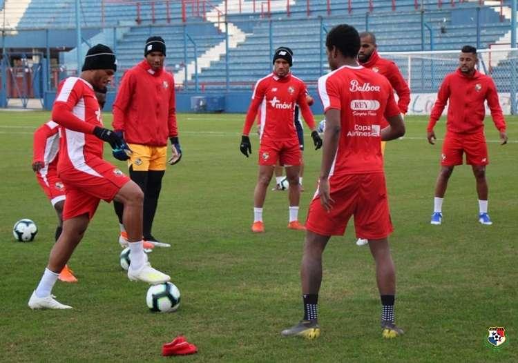 Jugadores panameños en su primer entreno en Montevideo. Foto: Fepafut