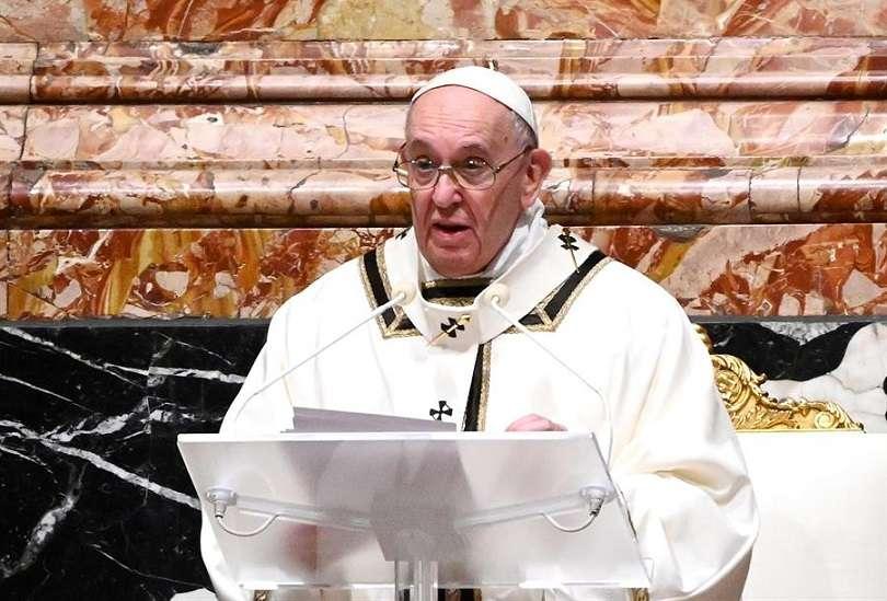 """Tras la misa, Francisco se dirigió a los curas y monjas presentes, a los que recomendó """"escapar de los cotilleos que matan la vida comunitaria. EFE"""