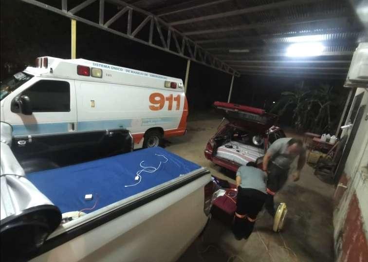 Paramédicos indicaron que colocaron sus colchones y enseres personales en sus vehículos para evitar un accidente.