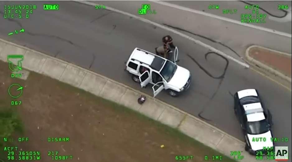 El suceso fue captado por la cámara de un helicóptero de la Policía.