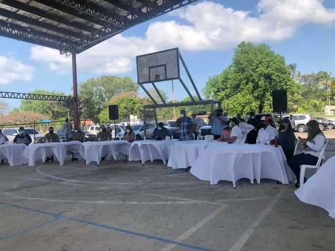Reunión con la comunidad y autoridades de Chame y San Carlos.