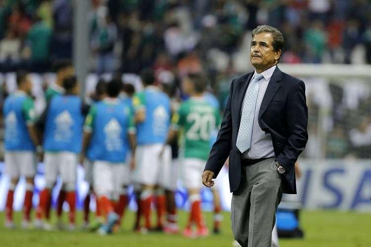 Jorge Luis Pinto manifestó que se quedará en Millonarios, debido a los objetivos que se tienen que lograr y las alegrías que hay que darle al equipo colombiano aún. Foto: EFE