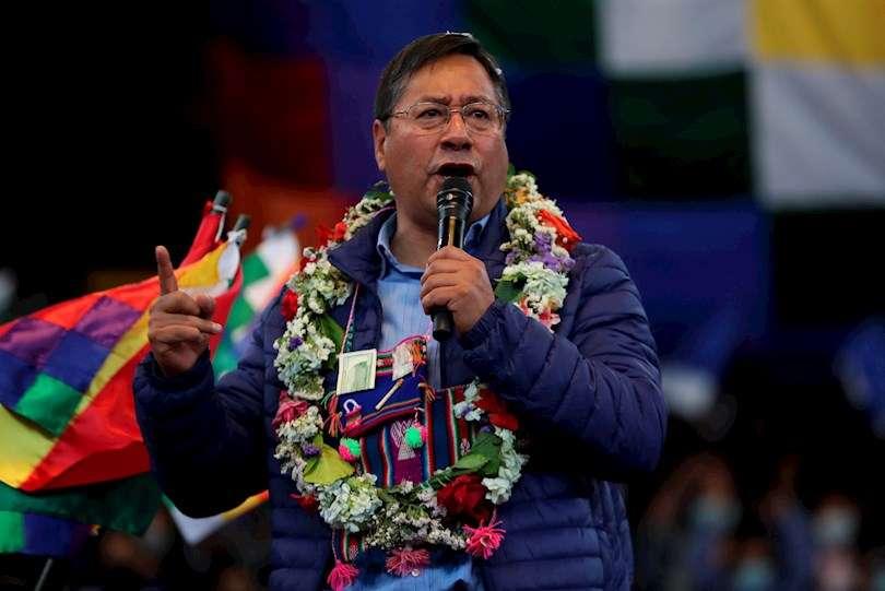 El presidente de Bolivia Luis Arce participa de la Cumbre Nacional para la Reconstrucción Económica y Productiva, hoy en el Coliseo Cerrado Julio Borelli Viterito en la ciudad de La Paz (Bolivia). EFE