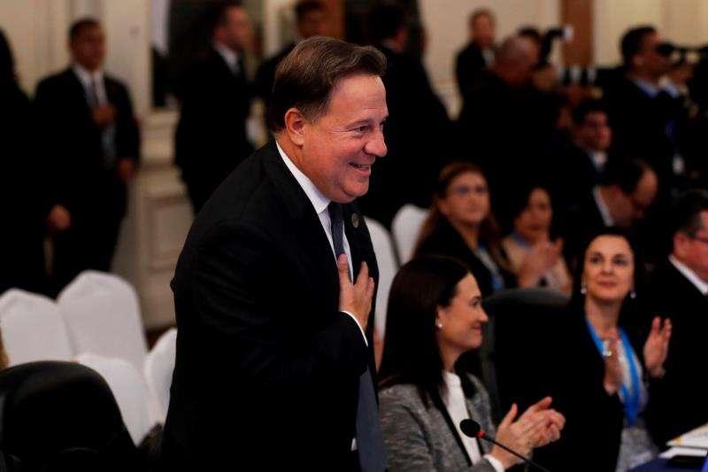El presidente de Panamá, Juan Carlos Varela, fue registrado este miércoles, durante la reunión de los jefes de Estado y de Gobierno del Sistema de la Integración Centroamericana, en Ciudad de Guatemala (Guatemala). EFE