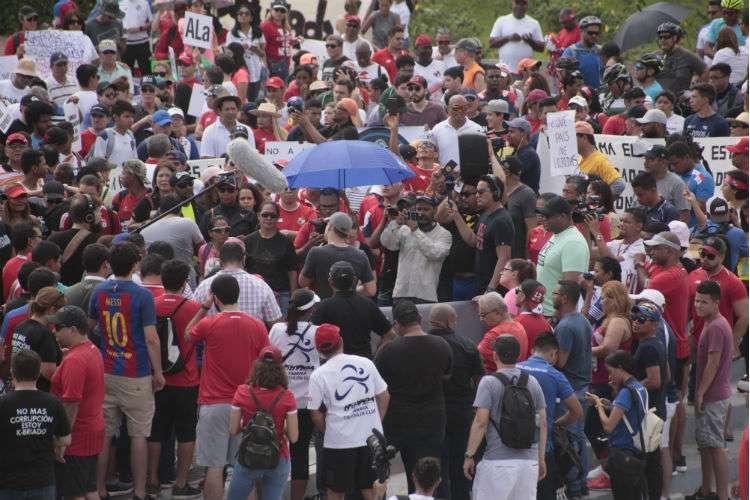 En la protesta asistieron además de atletas, ciudadanos que apoyan esta justa causa. Fotos: Víctor Arosemena