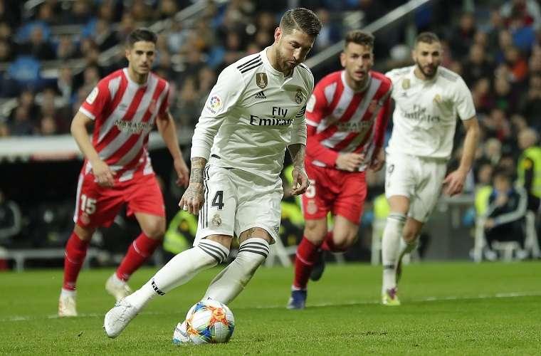 Sergio Ramos marca de penalti a lo 'panenka' en el 41.minutos de juego./ Foto AP