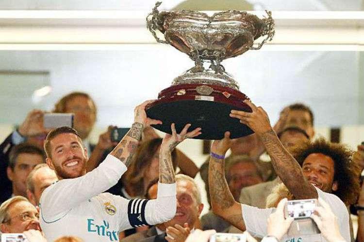 Sergio Ramos y marcelo levantando la copa Santiago Bernabéu. Foto: @realmadrid