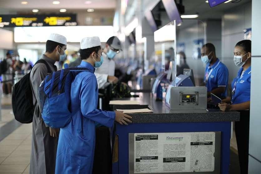 Tras casi siete meses de cierre, a eso de las 6:00 de la mañana de hoy llegaron a la terminal aérea los primeros pasajeros.