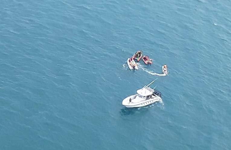 Las labores de búsqueda del cadáver se habían dificultado debido al fuerte oleaje que se registraba en esta zona costera.