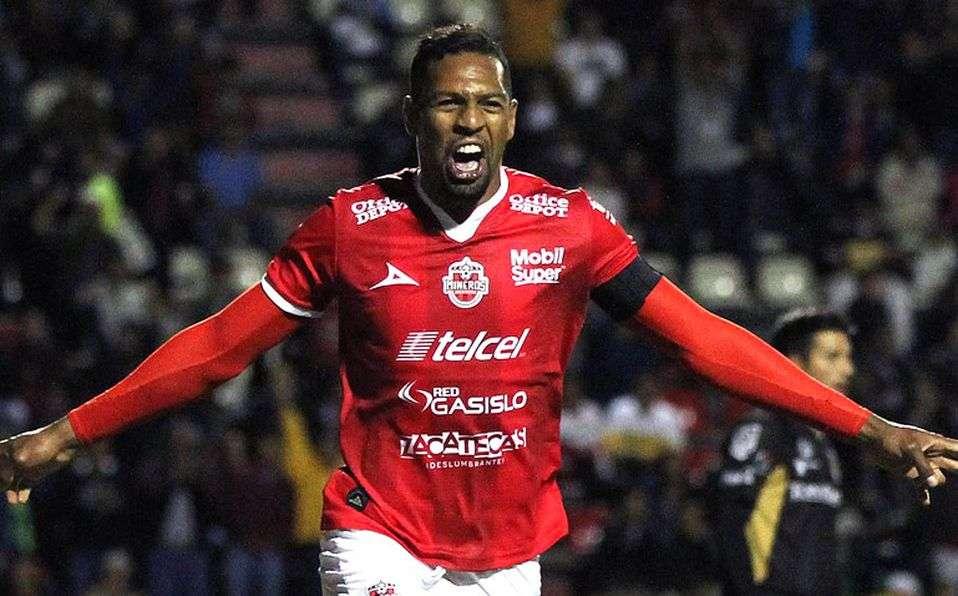 Roberto Nurse ha jugado también con la selección mayor de fútbol de Panamá.