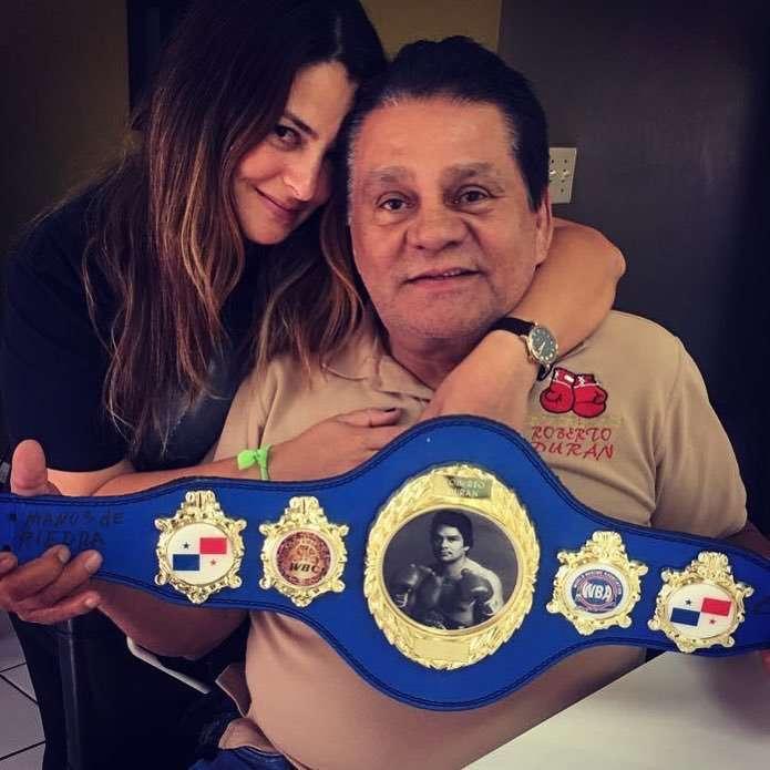 """Roberto """"Mano de Piedra"""" Durán junto a su hija Irichelle. Foto: @robertoduranbox"""