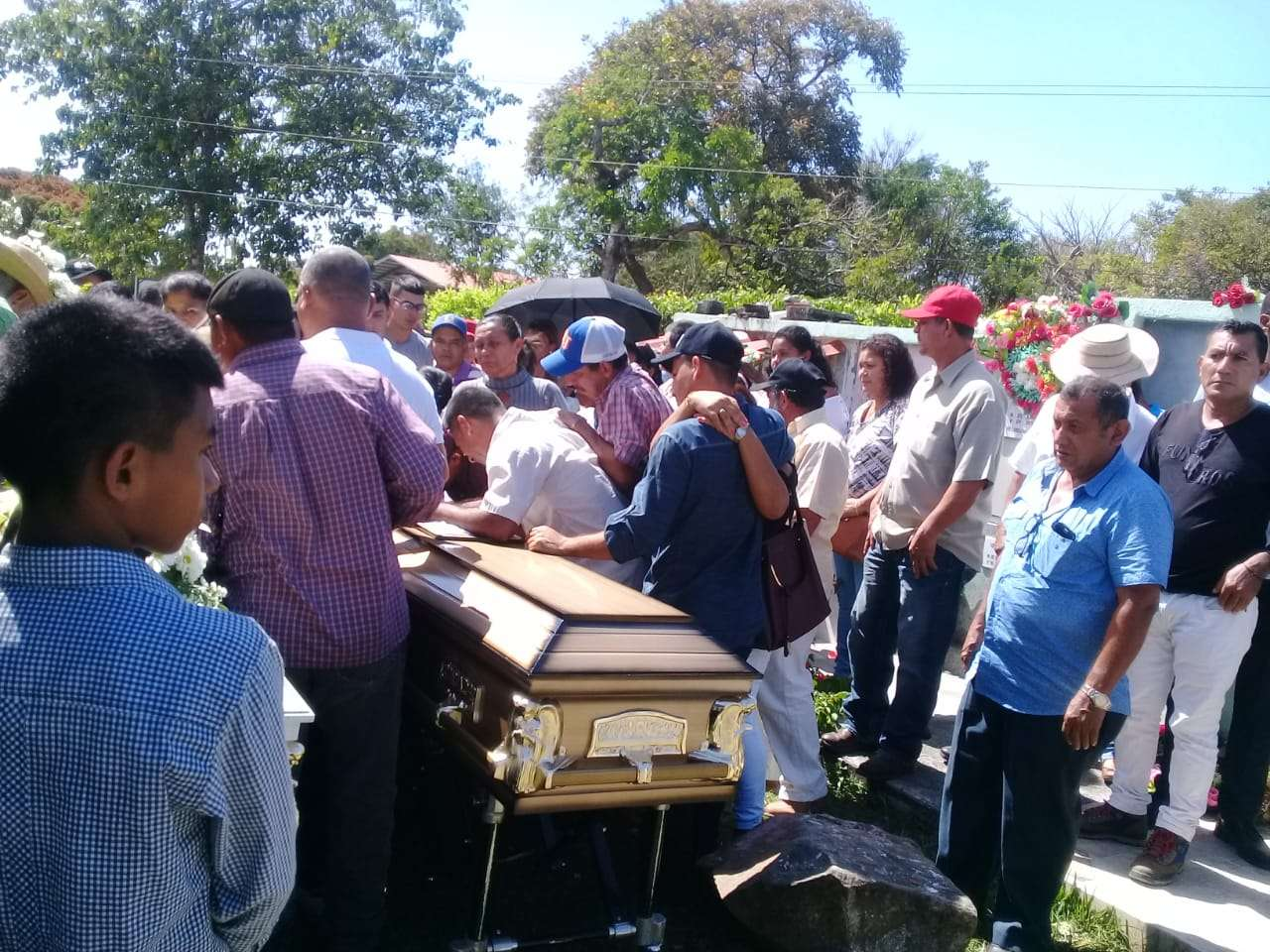 Vistas del sepelio en Veraguas.  Foto: Melquiades Vásquez