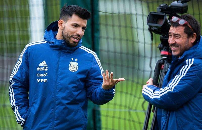 Sergio Agüero (izq.)  será titular en el primer partido de Argentina en el Mundial de Rusia 2018. Foto EFE