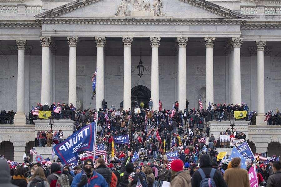 Vista de la toma del Capitolio por seguidores de Donald Trump, el 6 de enero de 2021,en Washington. EFE