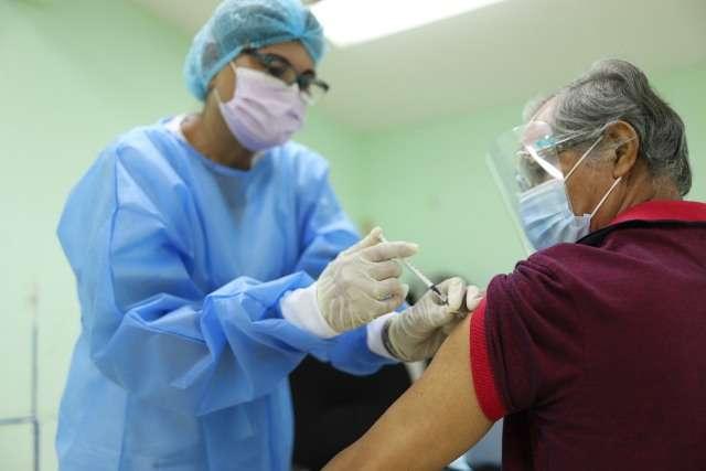 Esta primera jornada de vacunación en el Circuito 8-1 involucra a los adultos mayores de 60 años, docentes que laboran en el distrito de Arraiján y mujeres embarazadas.
