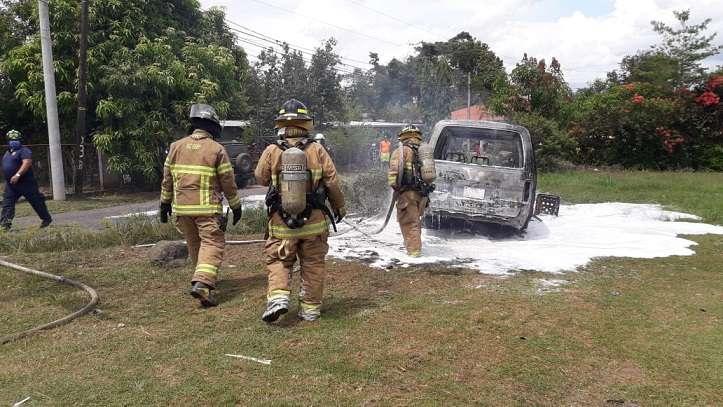 Unidades de la Dirección Nacional de Seguridad, Prevención e Investigación de Incendios (Dinasepi), de los bomberos investiga la causa del siniestro.