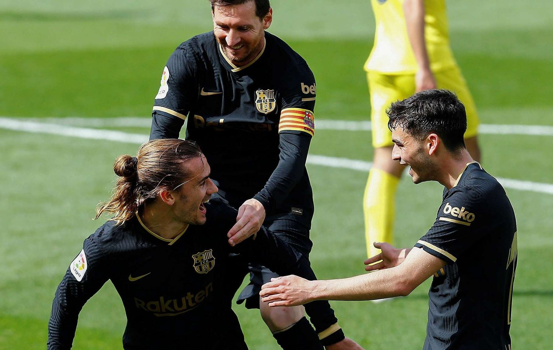 Griezmann y Messi celebran un gol del francés al Villarreal. /EFE