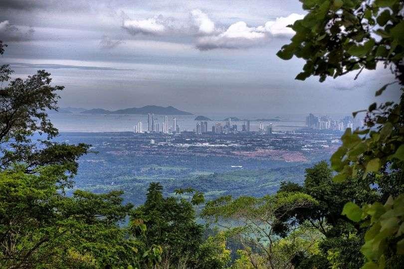 Vista de la ciudad capital desde Cerro Azul