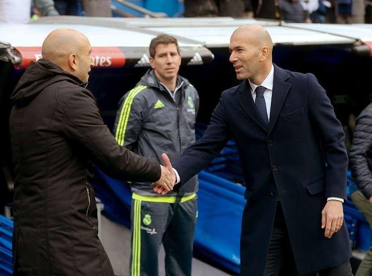 Zinedine Zidane (dcha.), entrenador del Real Madrid en la pasada temporada. Foto: EFE