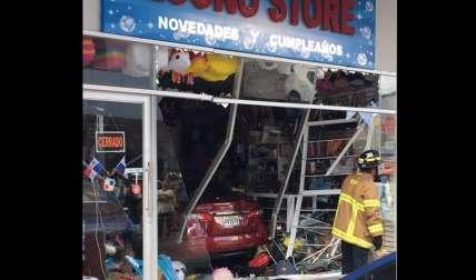 La parte frontal del local comercial terminó destruido. Foto: @TraficoCPanama